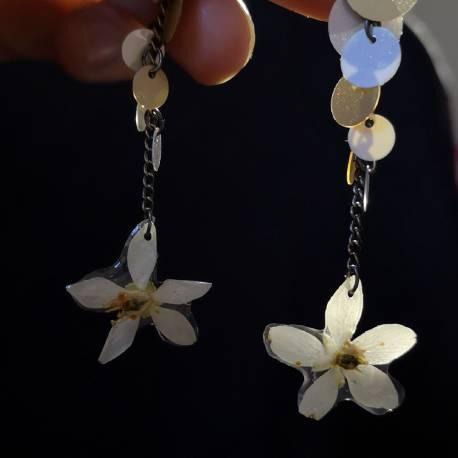 Orecchini con fiori veri di choysia