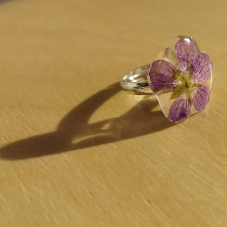 Ring with real erodium flower