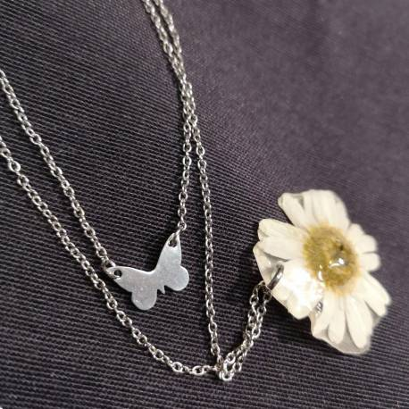 Necklace with real leucanthemum flower (daisy)