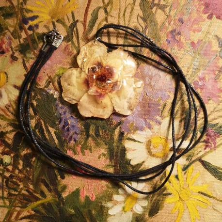 Necklace with real rose flower